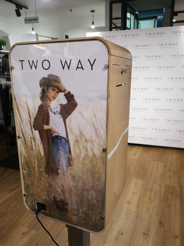 two way concept store selfie box